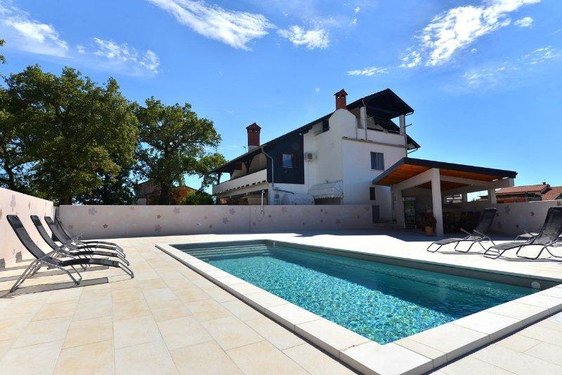 Buzinija Apartment Sleeps 4 with Pool and Air Con - 5460812, holiday rental in Fiorini