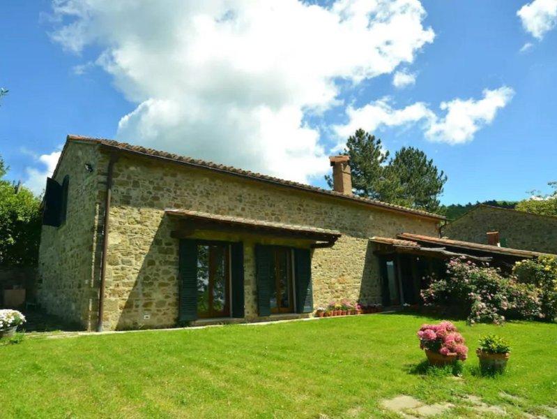 Antique Tuscany barn near Florence, Tuscany, vacation rental in Legri