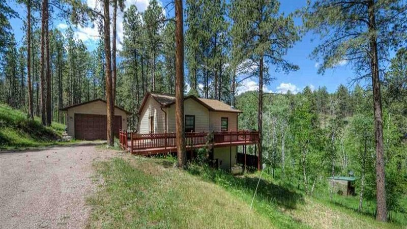 The Dupont Close to Lake Pactola! Centrally located to all attractions!
