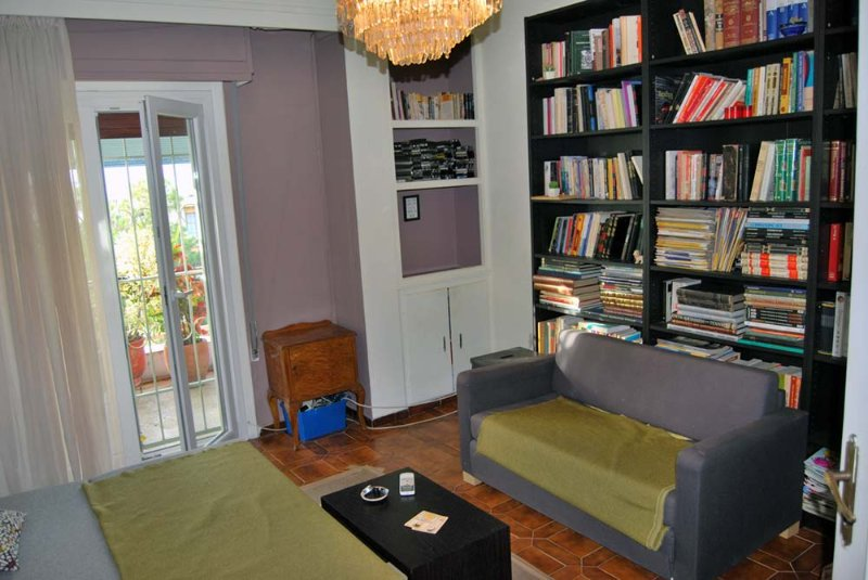 Sweet home in Athens near Metro station. Fully equiped., location de vacances à Kamatero