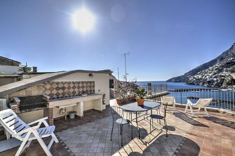 Amalfi Holiday Home Sleeps 5 with Air Con and WiFi - 5228904, holiday rental in Amalfi
