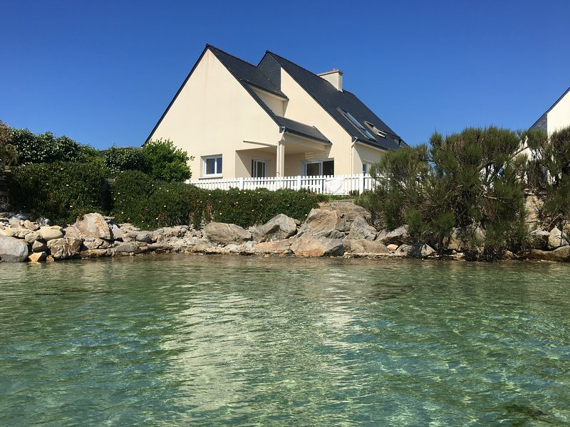 Amazing house with sea view & Wifi, casa vacanza a Ile-de-Batz