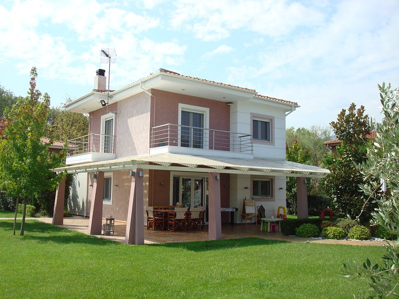 Olympus Riviera Modern Luxury Villa in Leptokarya, holiday rental in Olympiada