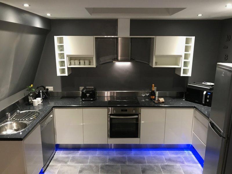 La cuisine est entièrement équipée pour accueillir tout le dîner que vous souhaitez cuisiner.