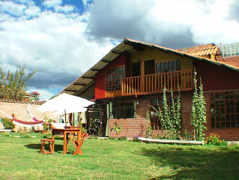 Beautiful spacious  3bed 3 bath + temperate Swimming pool 8people, vacation rental in Cusco