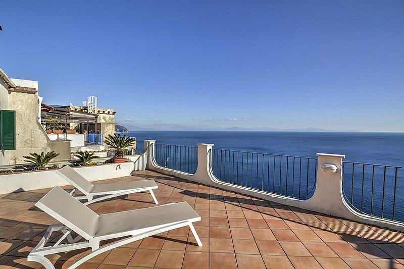 Amalfi Villa Sleeps 5 with Air Con - 5228356, vacation rental in Vettica