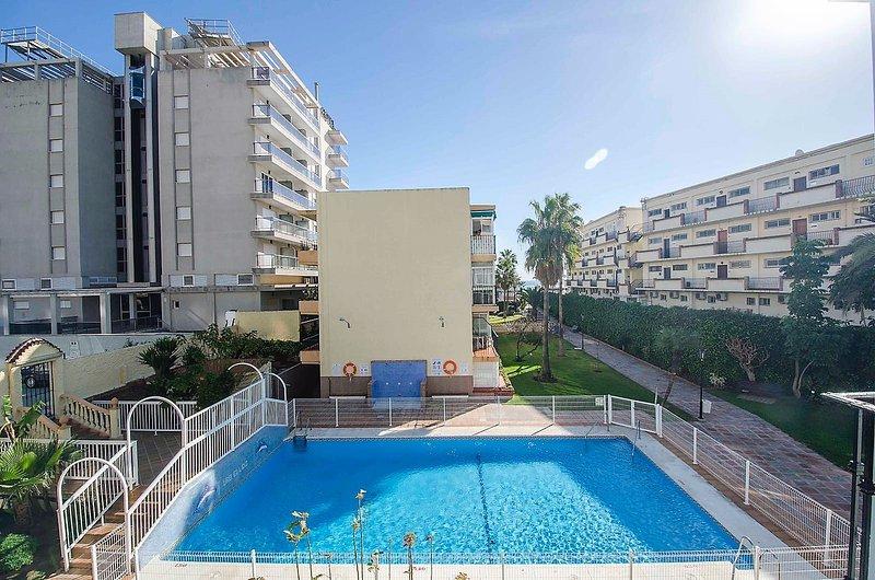 Apartamento en primera linea de playa, holiday rental in Torremolinos
