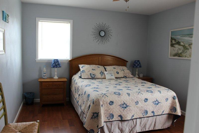 Queen bedroom (1) 2017
