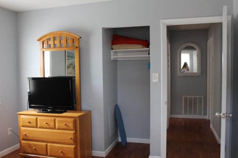 Another angle of queen bedroom (1)