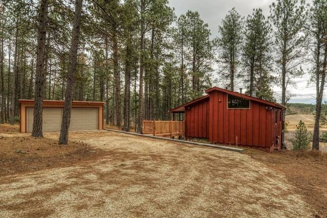 Hillside Creek Cabin In The Heart Of The Hills Is Right In The Middle Of It All!, vacation rental in Deadwood