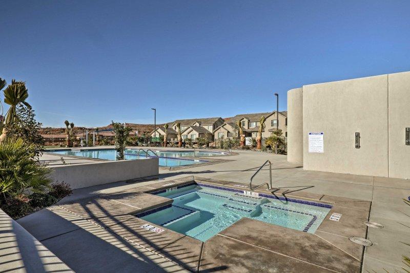 Die Gäste haben Zugang zum Gemeinschaftspool und einen Whirlpool.