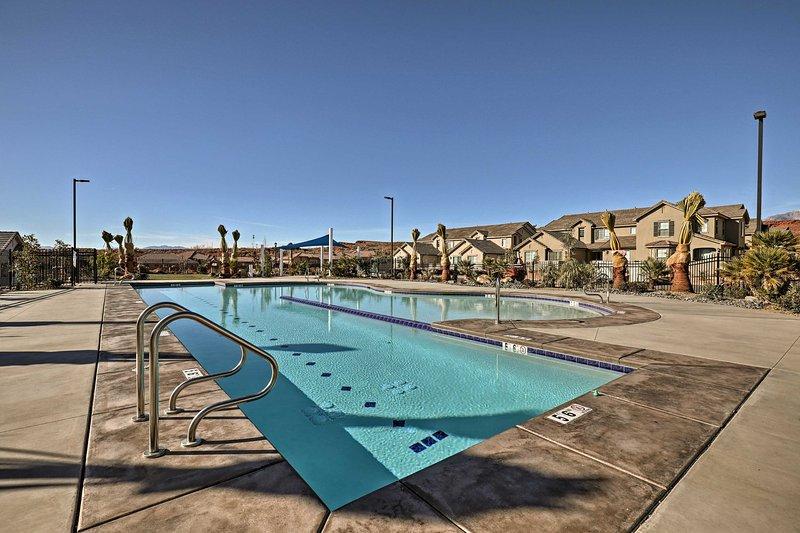 ein erfrischendes Bad im Pool ist der ideale Weg, um sich abzukühlen.