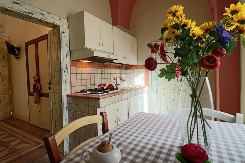 Holiday home Il Pomo in a renovated 18th century mansion in the medieval villag, aluguéis de temporada em Matino