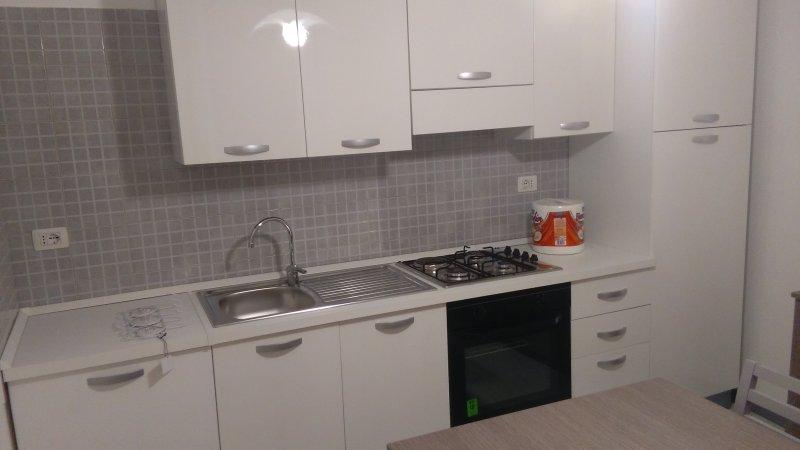 MERAVIGLIOSA  COMODA CASA IN CENTRO VICINA AL MARE, holiday rental in Melissano