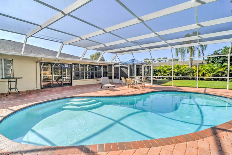 Una estancia perfecta en Sarasota espera en este 3 dormitorios, 2 baños casa preciosa alquiler de vacaciones.