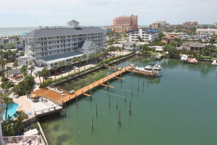 Private Balcony, Walk to Everything! Pool, W/D, Wi-Fi & Cable-403 Dockside, vacation rental in Clearwater