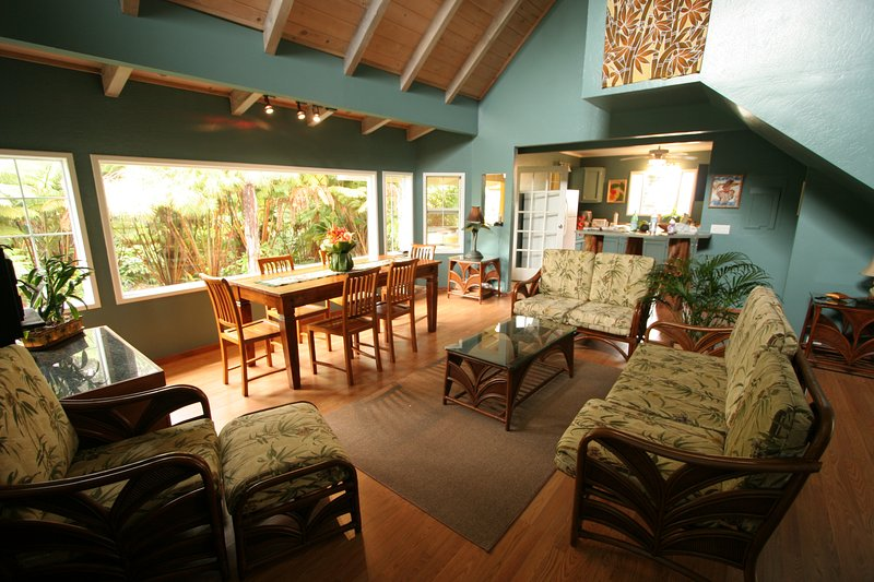 Ohana House, Volcano's Popular Rainforest Retreat, vacation rental in Island of Hawaii