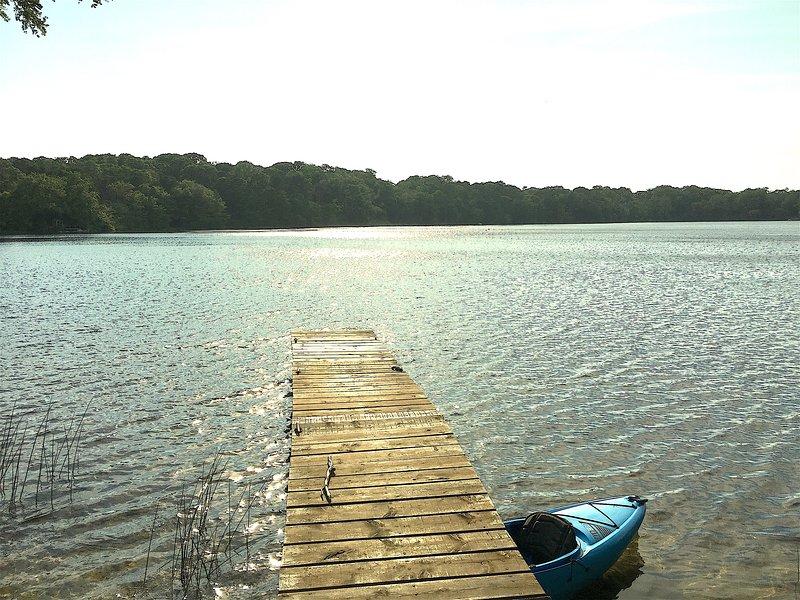 É chamado Crystal Lake por um motivo. E esta doca dá-lhe um excelente acesso.