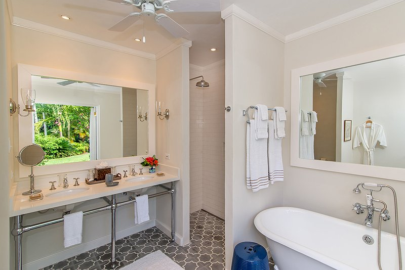 with en-suite bathroom, with soaking tub and shower
