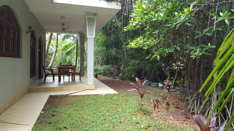 Personalized Yoga Retreat in Lagoon Villa Beruwala Sri Lanka, Ferienwohnung in Moragalla