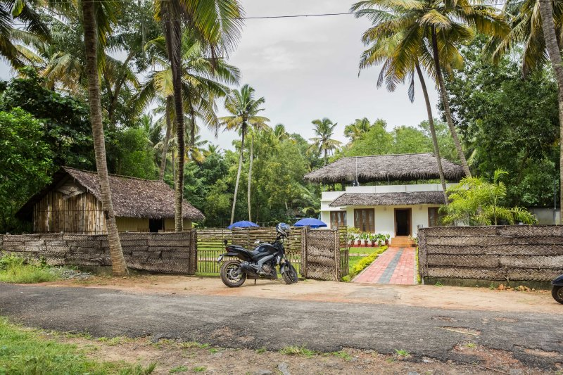 Beach house -Waves and shores - With 3 Bedrooms, holiday rental in Mararikulam