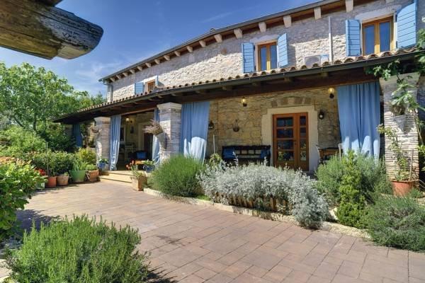 Holiday Istrian Stone House -Marčana, casa vacanza a Marcana