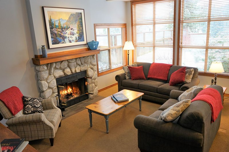 FREE ACTIVITIES -Beautiful Golf Course Setting by Harmony Whistler, holiday rental in Whistler