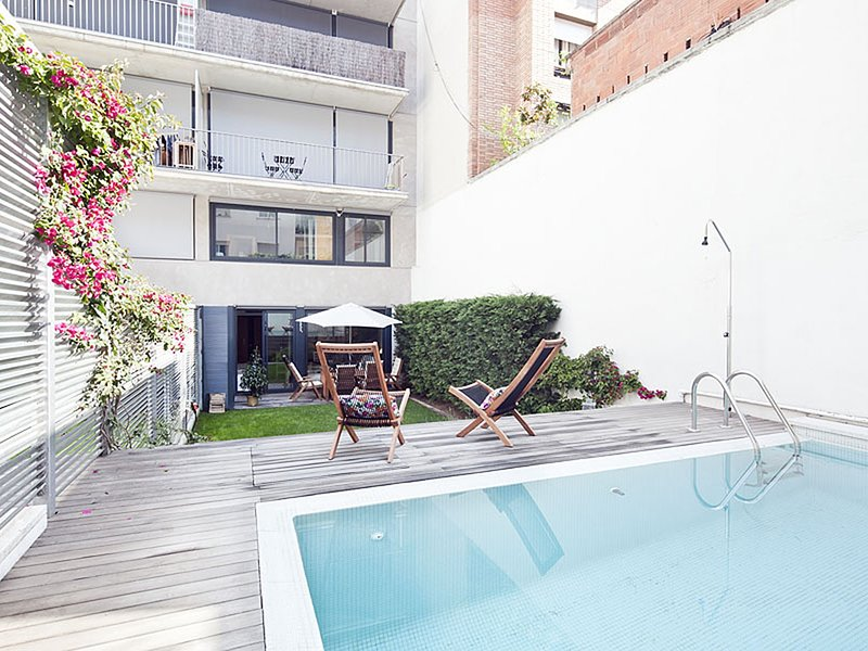Duplex with garden and private pool in Barcelona, vacation rental in Vallmanya