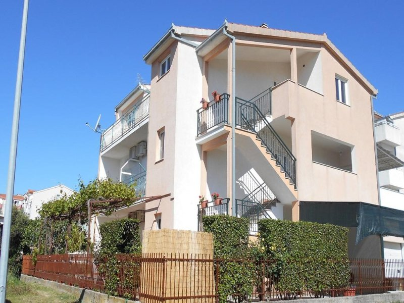 Apartment Natalija, vacation rental in Kastel Stafilic