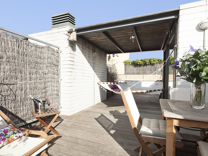 Penthouse with large terrace and solarium in Gracia, vacation rental in Vallmanya