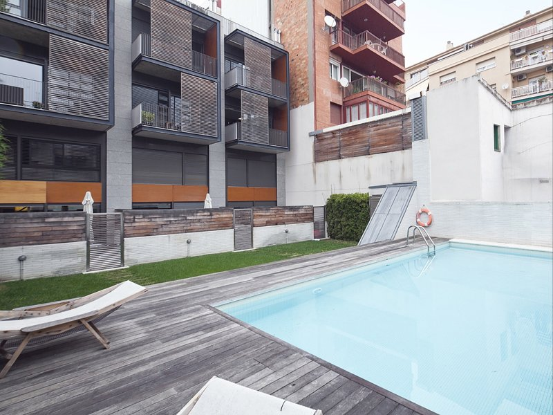Apartment with Terrace and Pool near Park Güell for 8, vacation rental in Barcelona