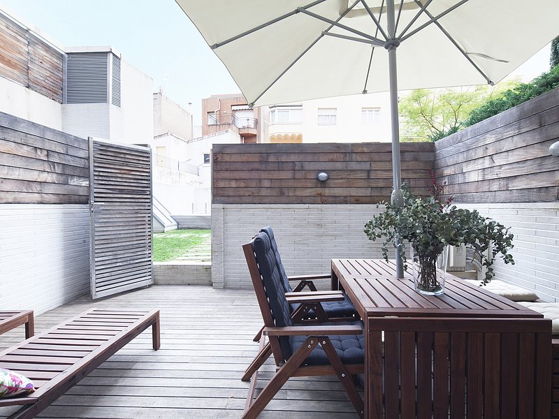 Terrace and Swimming Pool near Barcelona Center for 8, vacation rental in Barcelona