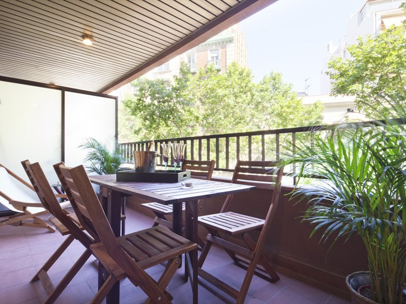 Spacious classic executive Bonanova Apartment with terrace for 8, vacation rental in Sant Cugat del Valles