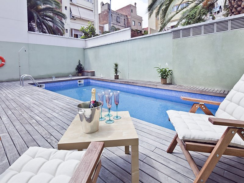 Penthouse in the Centre with swimming pool and terrace in Barcelona, vacation rental in Vallmanya