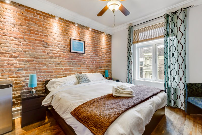 Trendy suite very well located - Do not miss it!, holiday rental in Montreal