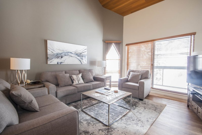 WELCOME to Ironwood - Positioned on the popular Blueberry Hill and above the Whistler Golf Course, this immaculately presented condo is a wonderful option for your holiday in Whistler.