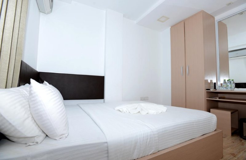 Express Inn (Standard 6), casa vacanza a Maafushi Town