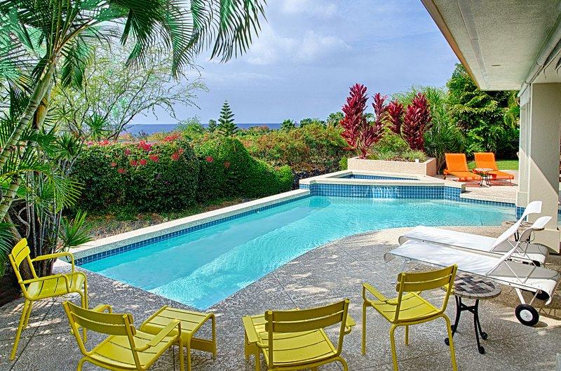 Privater Pool mit Meerblick