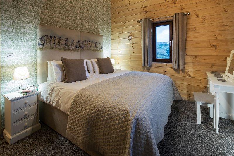 Rough Fell,Luxury Log Cabin, Hot Tub, Log Fire, Views, Private in National Park., location de vacances à Newbiggin-on-Lune