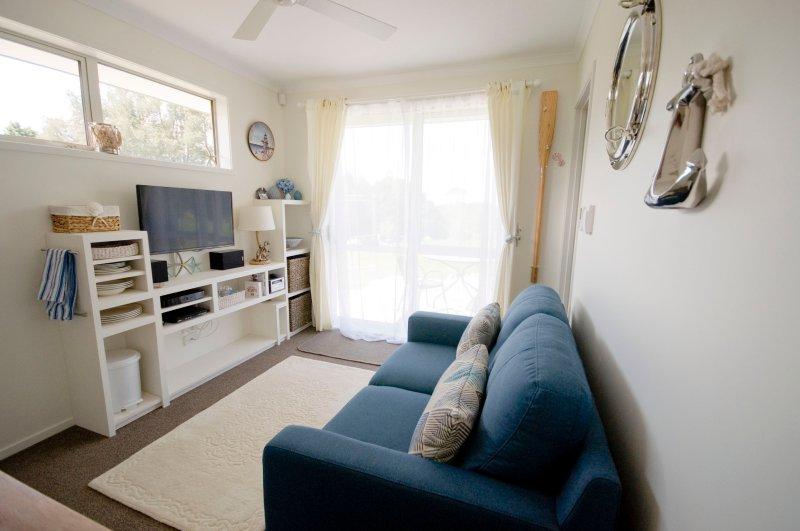 Sala de estar con patio privado y zona de terraza con barbacoa, wifi gratuito, sky tv
