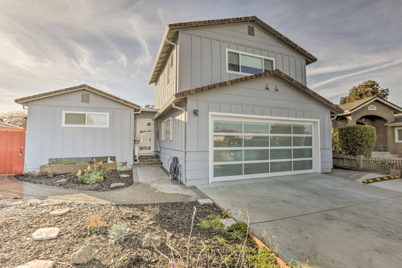 Experience Silicon Valley in this 3-bedroom, 2-bath vacation rental home for 6.