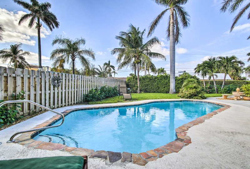 Jump in the shared pool to cool off on the balmy Florida days!