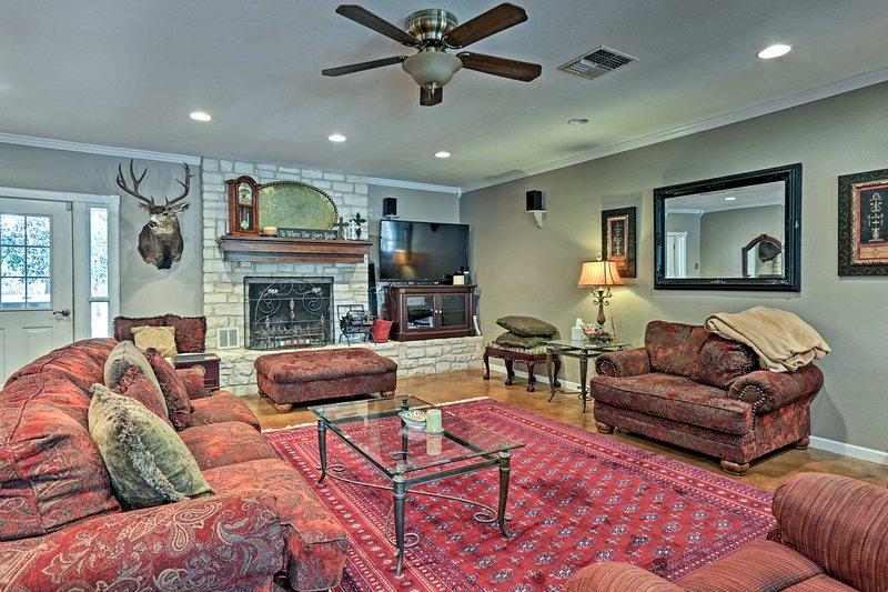 Fredericksburg House - 5 Minutes to Main Street!, vacation rental in Fredericksburg