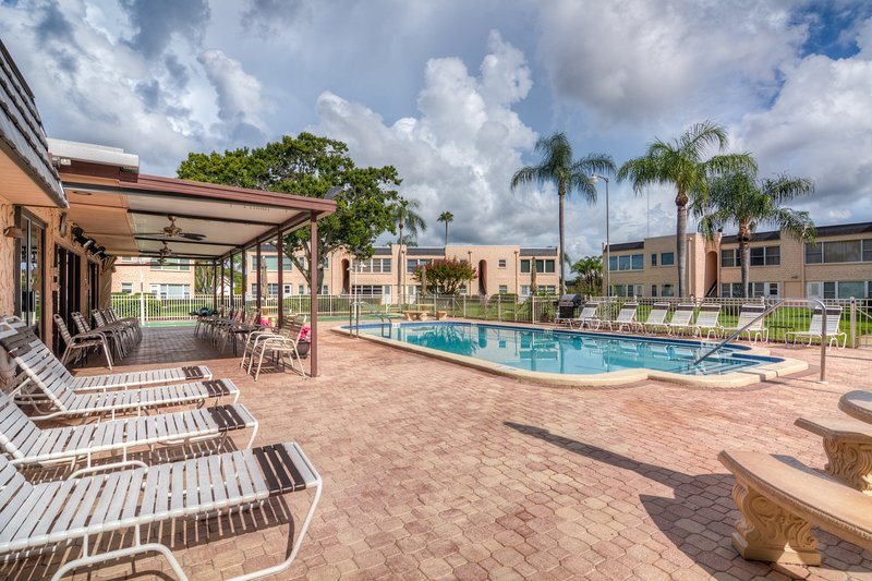 Welcome To 'The Gardens' - Resort Living At It's Finest!, vacation rental in Seminole