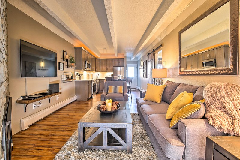 Discover Summit County from this 2-bed, 1.5-bath Frisco vacation rental condo.