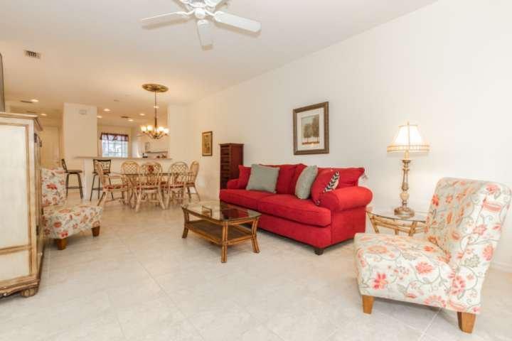 O condomínio plano aberto, com uma sensação tropical distintamente, é o lugar perfeito para fugir em seu sudoeste da Flórida férias.