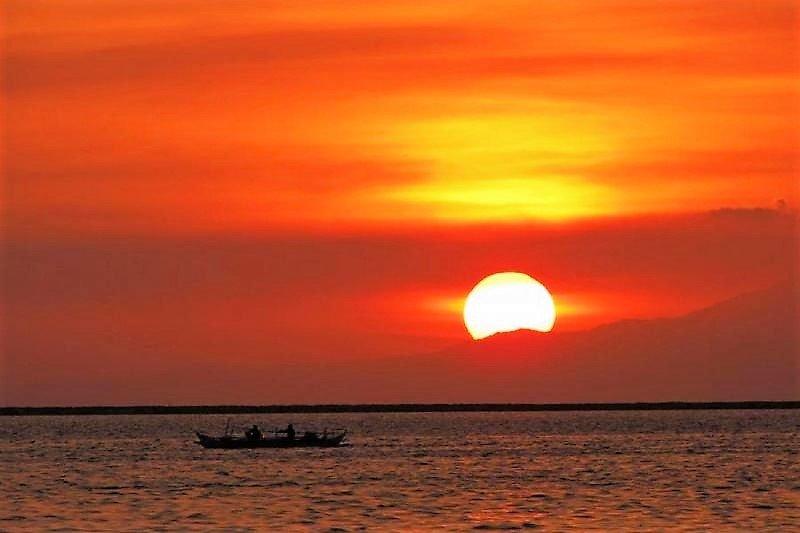 Pôr do sol deslumbrante baía de Manila