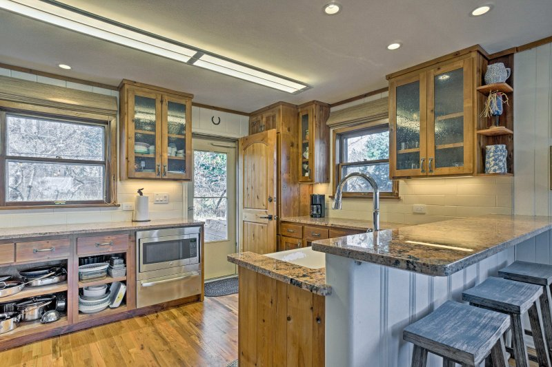 You'll want to put your culinary skills to the test in this fully equipped kitchen!