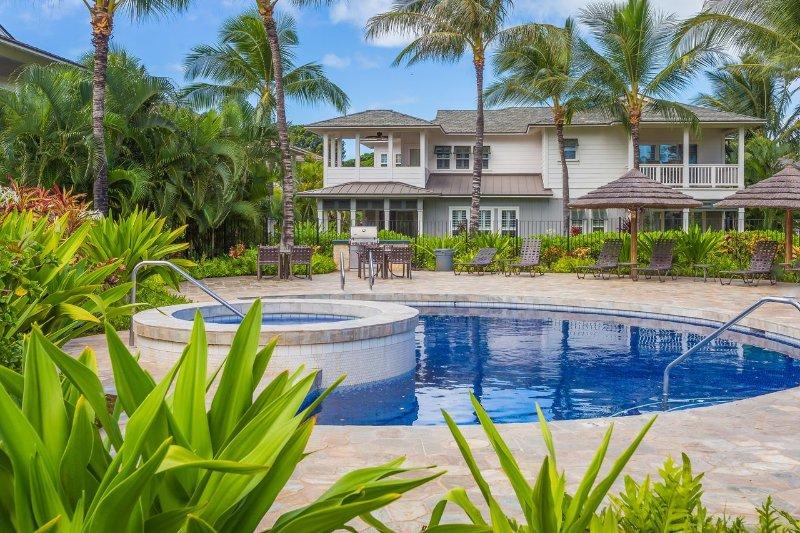 De tweede, kleinere pool bij de kokosnootplantage