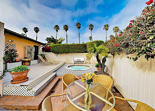 Retro Bungalow w/ Private Hot Tub - Minutes to the Beach & Downtown, vacation rental in Ventura